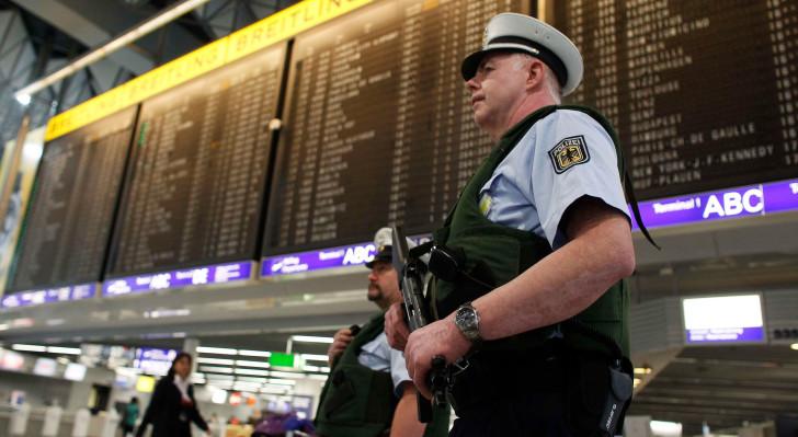 Полиция в немецком аэропорту