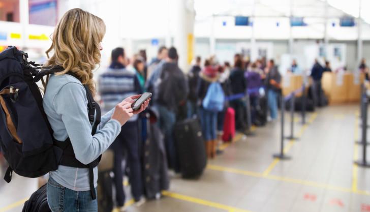 Таможенный контроль в аэропорту Македонии