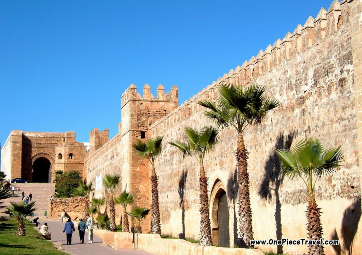 Туристы в Марокко